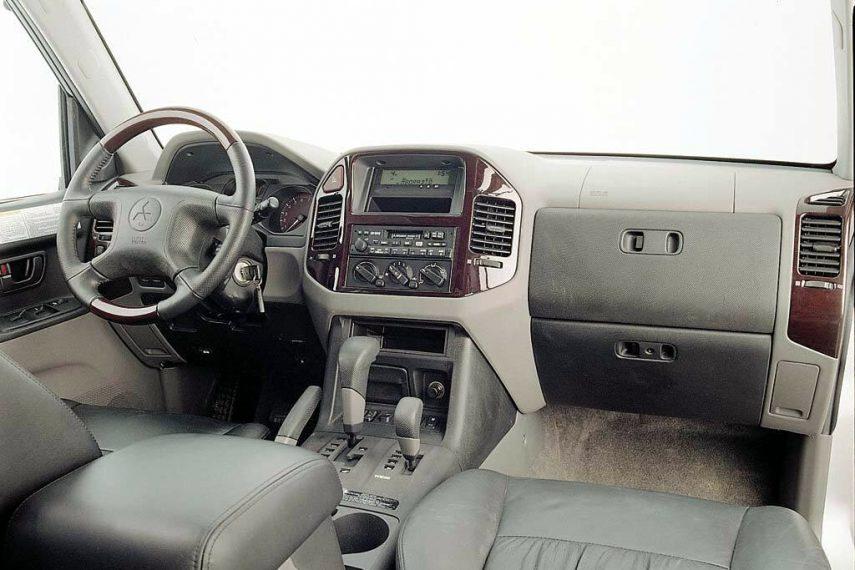Mitsubishi Montero V6 3p 2000 3
