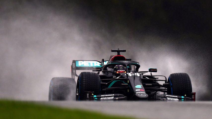 Hamilton domina bajo la lluvia de Spielberg y saldrá primero en el GP de Estiria 2020