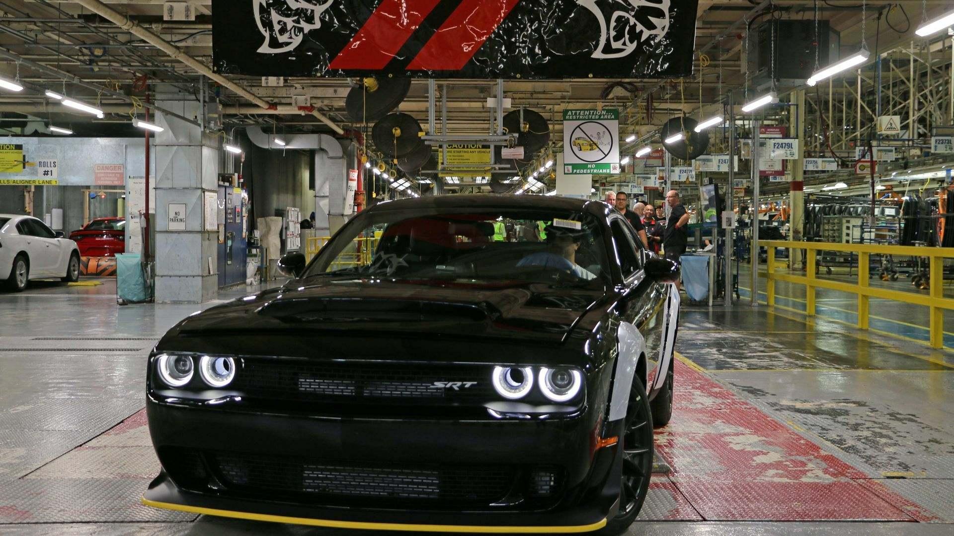 ¿Cómo se fabrica un automóvil de serie limitada? (XII)