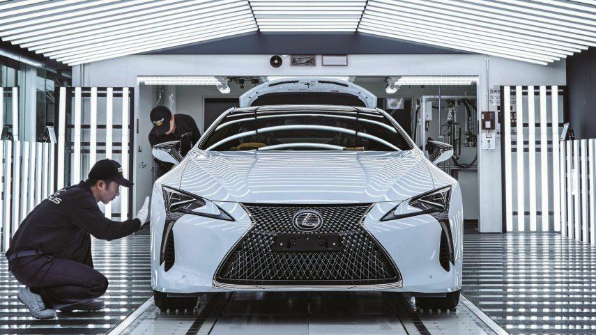 ¿Cómo se fabrica un automóvil de serie limitada? (XI)