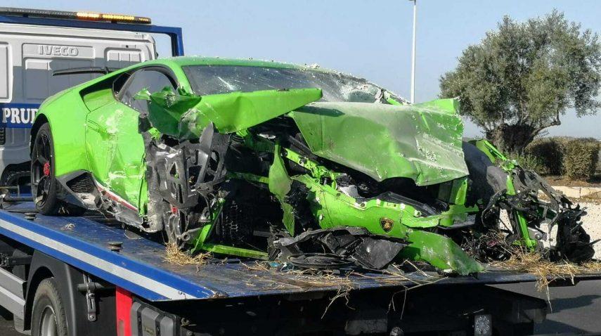 Dos chicos siniestraron un Lamborghini Huracán Performante en Huelva