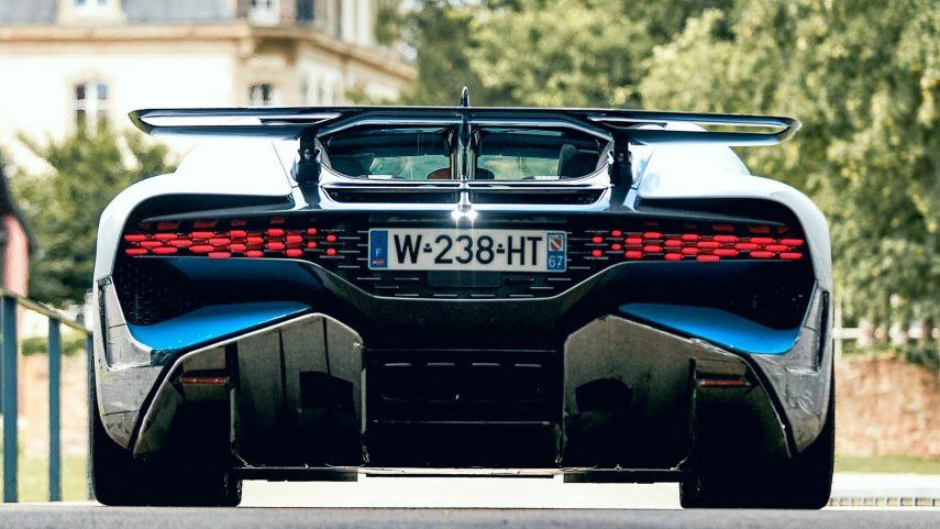 12 Bugatti Divo Molsheim trasera