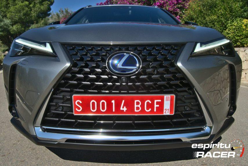 Contacto Lexus UX 300e 09