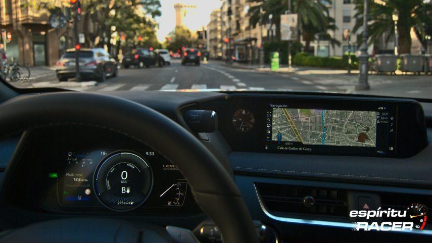 Contacto Lexus UX 300e 18