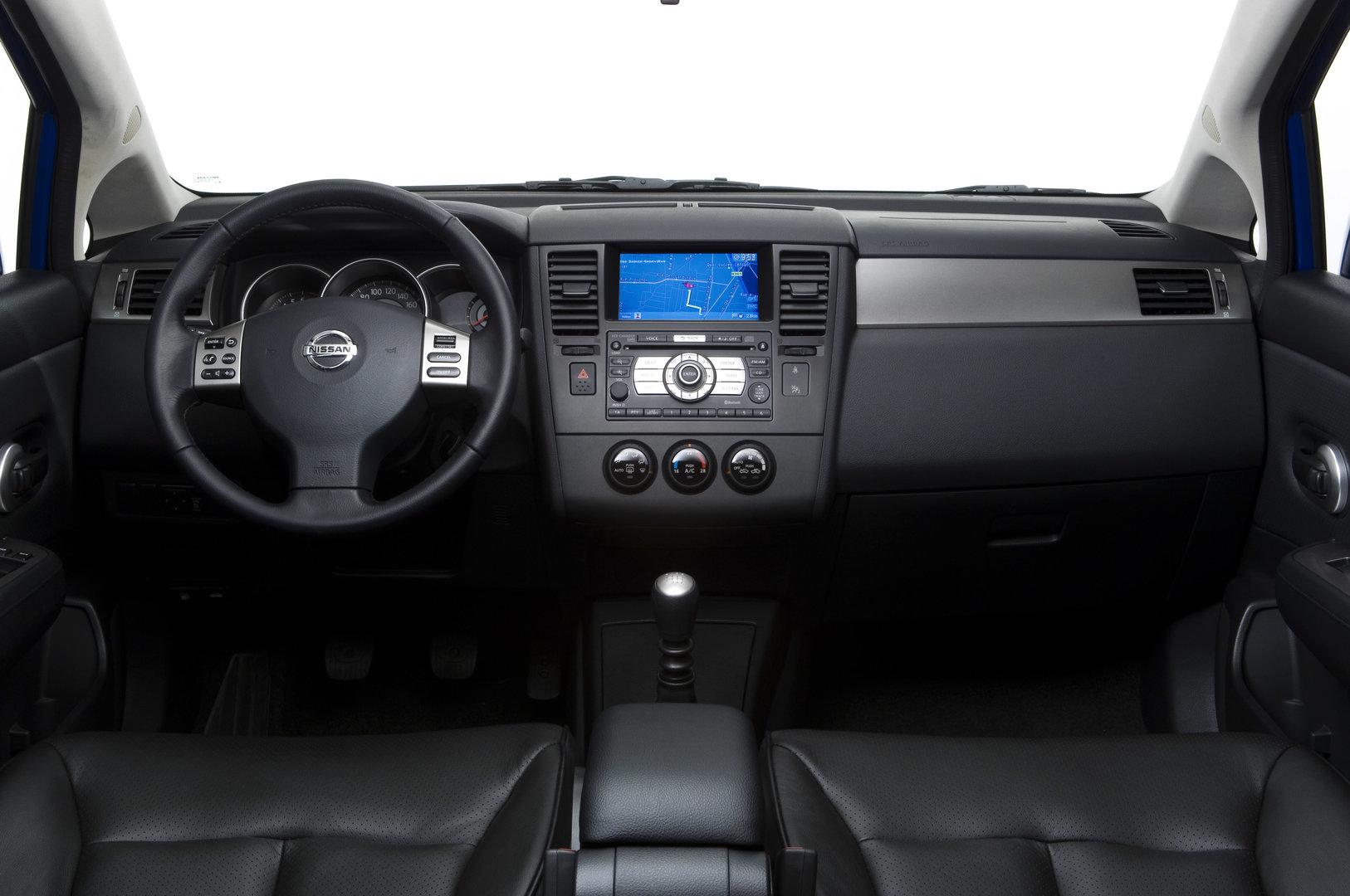 Nissan Tiida hatchback C11 6