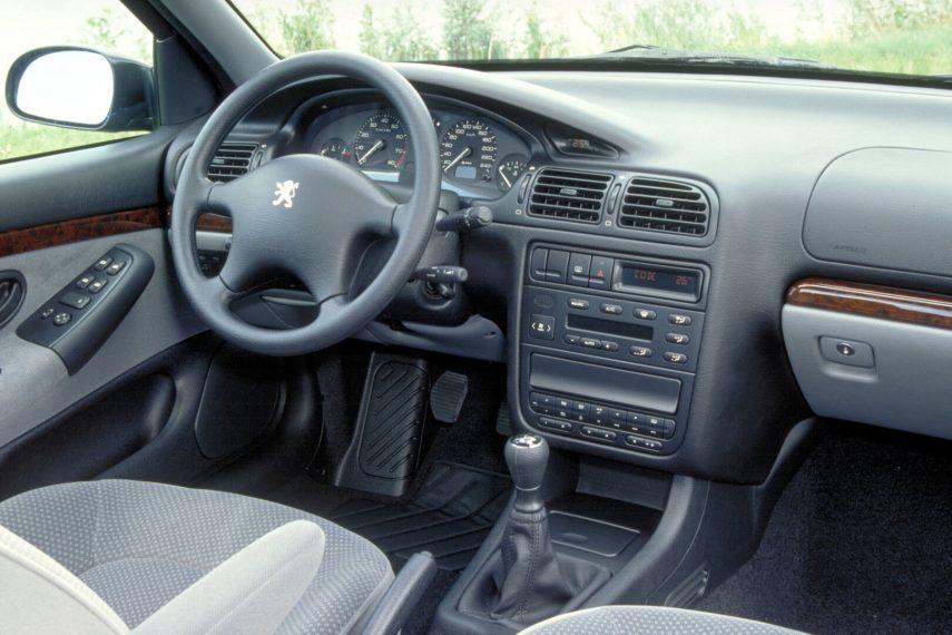 Peugeot 406 interior 1995