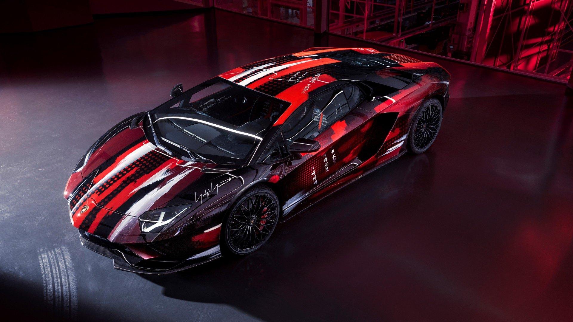 """El Lamborghini Aventador S es """"vestido"""" por el diseñador de moda Yohji Yamamoto"""