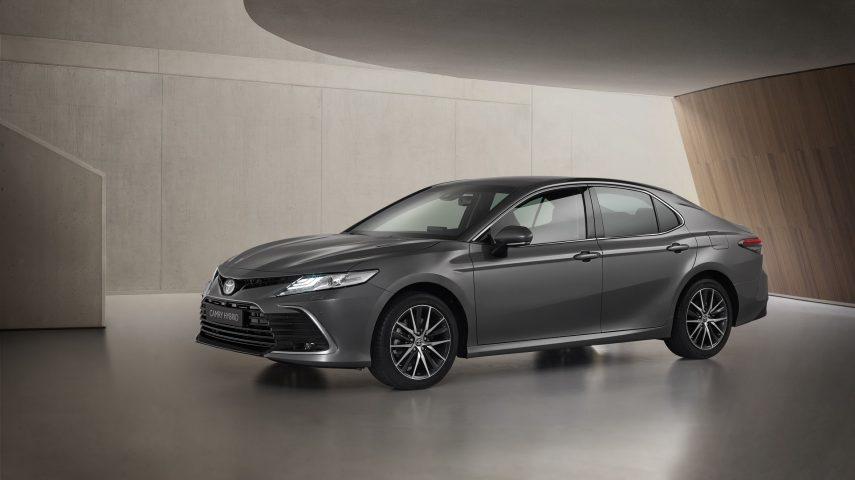 Toyota Camry Hybrid 2021, con nuevos y acertados detalles