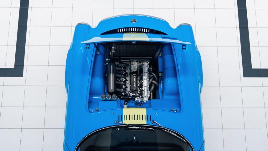 Volvo P1800 Cyan Motor (1)