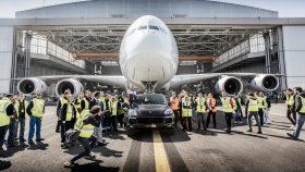 15 Porsche Cayenne S Diesel remolca Airbus A380 2017
