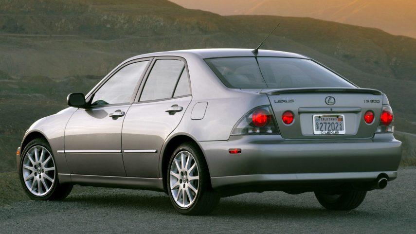 16 Lexus IS 300 Sport XE10
