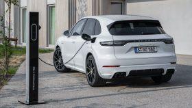 17 Porsche Cayenne S E Hybrid 2020