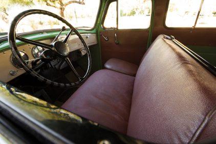 1953 International Harvester R 110 Travelall 1