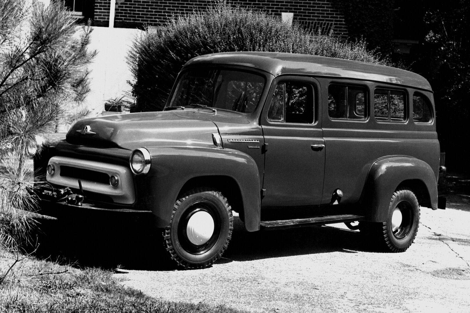 1957 International Harvester S 120 Travelall