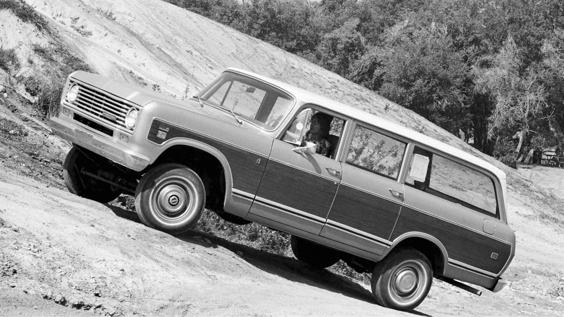 1974 International Harvester D 100 Travelall 1