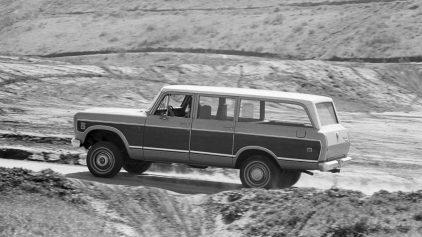 1974 International Harvester D 100 Travelall 2