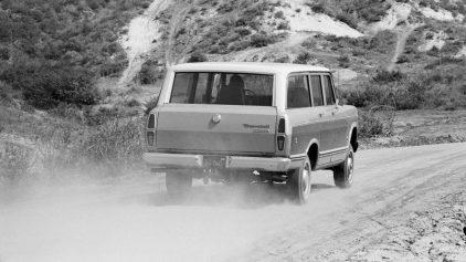 1974 International Harvester D 100 Travelall 3