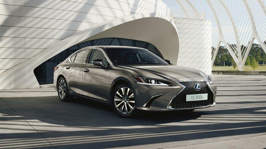 El Lexus ES 300h 2021 estrena retrovisores exteriores digitales