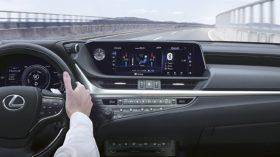 Lexus ES 300h 2021 (7)