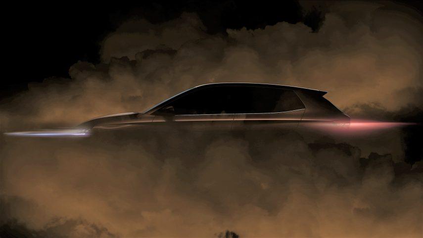 El Škoda Fabia 2021 se muestra de perfil todavía escondido