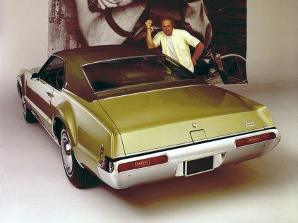 1969 Oldsmobile Toronado 2