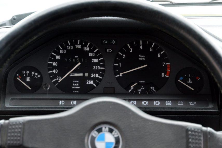 BMW 320is Sedan E30