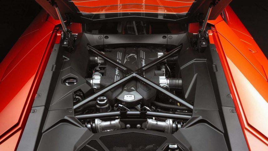 Lamborghini tendrá dos nuevos modelos con motor V12
