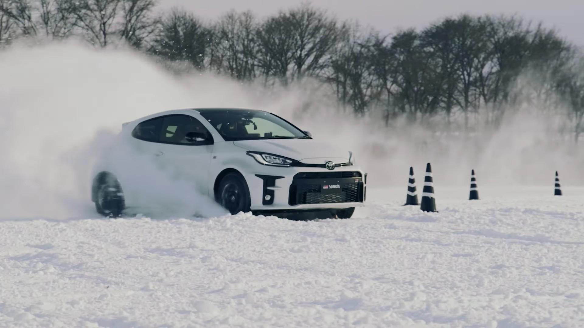 Así es cómo un Toyota GR Yaris debe conducirse sobre nieve