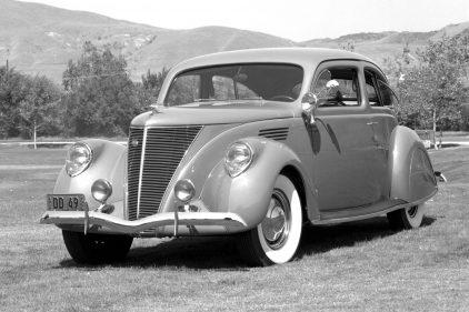 1936 Lincoln Zephyr 2 door Sedan