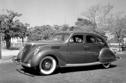 1936 Lincoln Zephyr 4 door Sedan 2