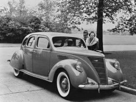 1937 Lincoln Zephyr Sedan