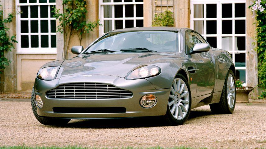 Coche del día: Aston Martin V12 Vanquish (Mk. I)