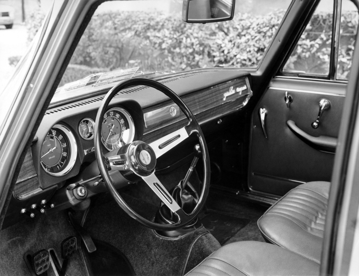 Alfa Romeo Giulia Super interior