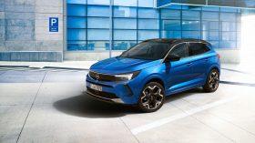 Opel Grandland Hybrid4 2021 (4)