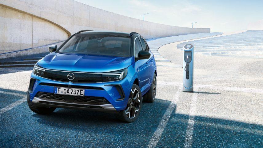 Opel Grandland Hybrid4 2021 (6)