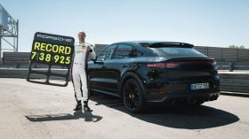Porsche Cayenne Coupe Record Nurburgring (7)