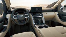 Toyota Land Cruiser 300 2022 (38)