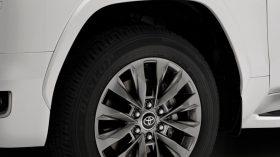Toyota Land Cruiser 300 2022 (9)